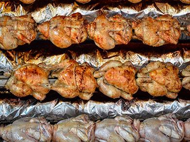 Renovar el asador de pollos, ¿por piezas o mejor entero?